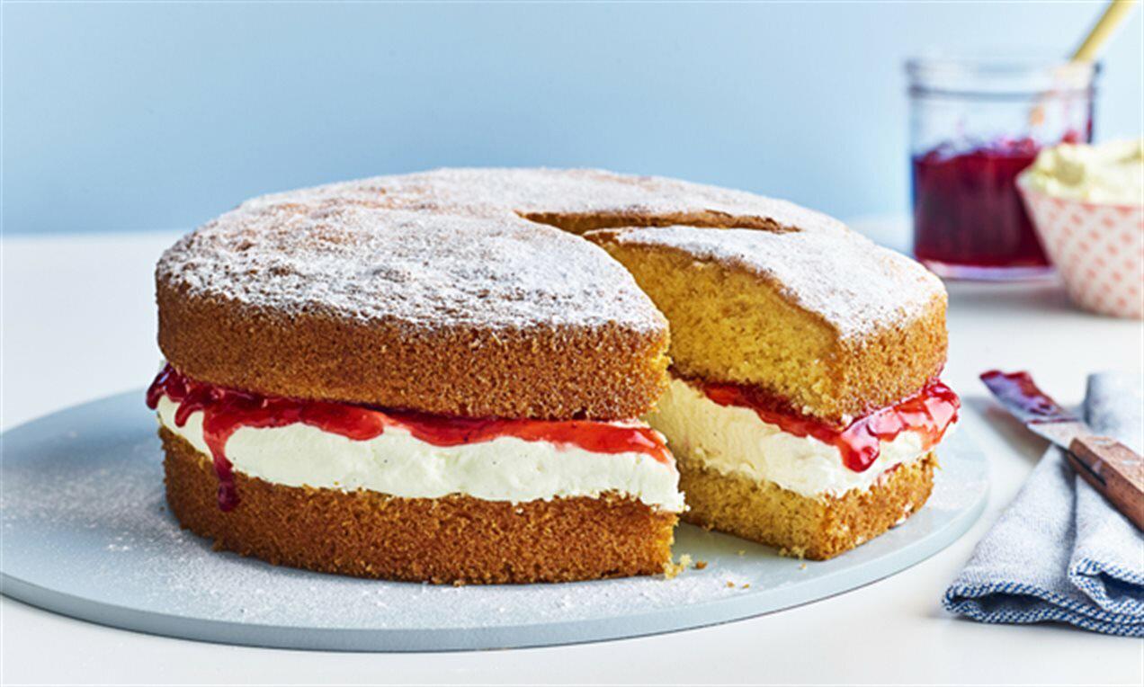 کیک اسفنجی بسیار زیبا و خوشمزه