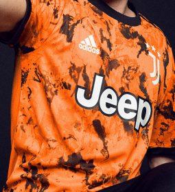 پیراهن سوم یوونتوس در فصل 2021